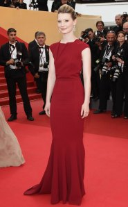 Mia-Wasikowska-no-Festival-de-Cannes-2011-Segundo-Dia